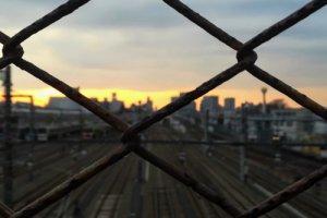 三鷹の名所「跨線橋」の夕日